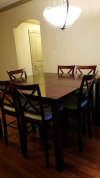 Dining set with expandable table