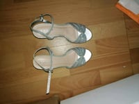 pair of gray leather open-toe heeled sandals Lévis, G6Z 2A4