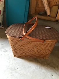 Brown wicker basket with lid Trexlertown, 18195
