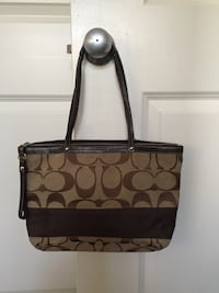 Authentic Classic Coach Handbag 6 km