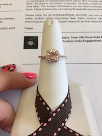 Gold and diamond studded ring New Braunfels, 78130