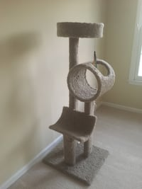 4 foot cat tree excellent condition  Clifton, 20124