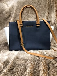 Michael Kors 2 Large Selma Leather Bags Delta, V4C 4N5