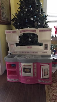 white and pink kitchen playset Houston, 77093