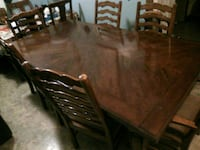 Dinning room table with six chairs Surrey, V3Z
