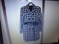hvit og svart houndstooth trench coat