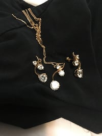 Yellow gold 18k gold necklace and earrings. No holds Regina, S4S