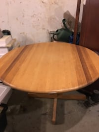 "Round 24 "" wooden pedestal table North Kingstown, 02852"