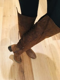 Pair of brown suede chunky heeled boots 2244 mi