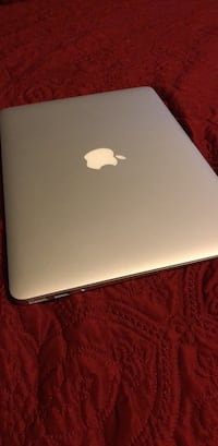 """White and Gray Macbook Air 13"""" Chicago, 60609"""