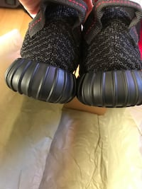 Yeezy 350 size 9 pirate black Capitol Heights, 20743