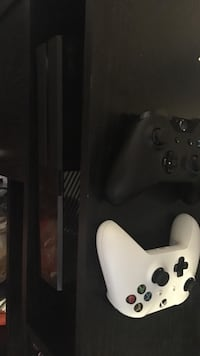 1 tb Xbox one console with 2 controllers and many games installed on hard drive!! Burlington, L7S 2J5