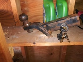 2in  ball hitch with lock key