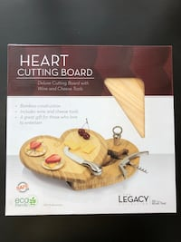 BRAND NEW Heart Cutting Board with Wine and Cheese Tools Washington, 20006