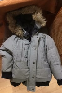 Winter jacket Gap size 6-7 (small) removable hood.