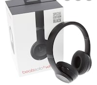 Beats solo3 wireless 210 will take 200 comes with carry case and cable Surrey, V4N 1A9
