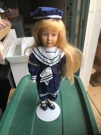 Porcelain doll  Woolsey, 30215