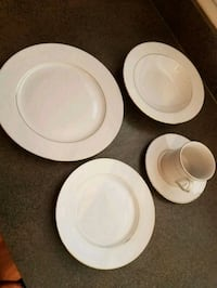 White and gold trimmed dishes Montgomery, 60538