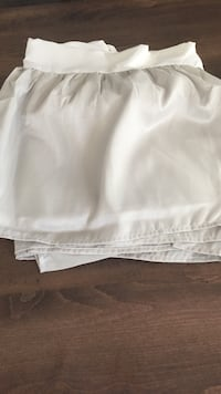 King size light gray/silver bed skirt NEW Aldie, 20148