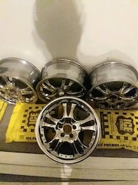 16 in chrome rims in mint condition Kitchener, N2E 2R9