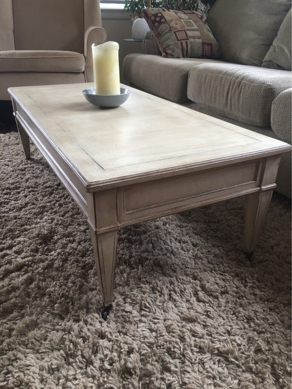 Coffee table with matching side tables 59fbe1cf-b516-4e3f-987e-59fa5cec986f