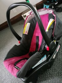 baby's black and pink car seat carrier Springfield, 49037