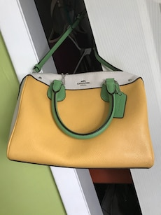 Authentic coach purse some wear on the inside along the zipper but outside great condition