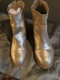Metallic gold leather ankle boots Toronto, M4K 1V2