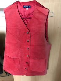 Gilet rouge boutonné Paris, 75017