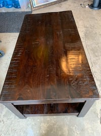 Beautiful Pier One Imports coffee table. Excellent condition. Simi Valley