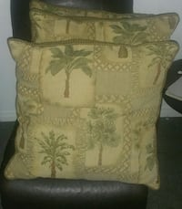 Floral throw 3 pillows  Hamilton