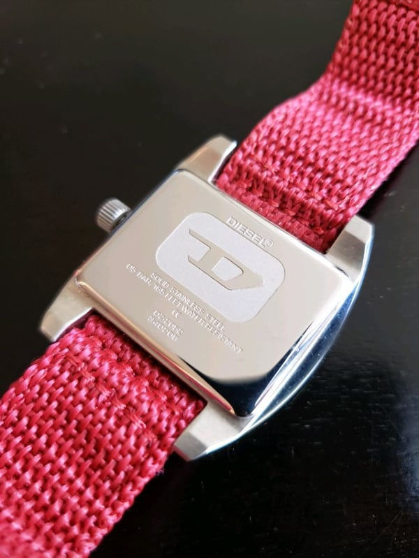 Diesel Watch DZ-2052 solid stainless steel Red Can 603ab298-f9f4-41b4-96c1-392526eabe6b