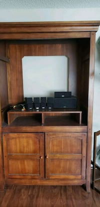 Solid oak entertainment center w/surround speakers Gibsonton, 33534