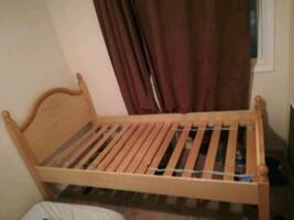 Bed frame + mattress