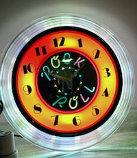 Rare neon clock, Decor vintage & original On & off roller switch Brand new!!! Moving mechanism inside clock changes the colours inside Niagara Falls area
