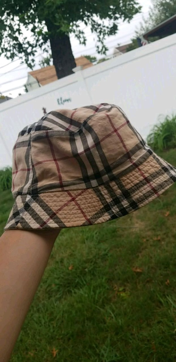 ae6b8a9689f Used AUTHENTIC BURBERRY BUCKET HAT for sale in Levittown - letgo