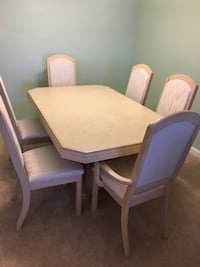 Almond dining table and china cabinet 556 km