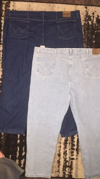 lot of 2 pairs of mens Wrangler jeans size 54x30 Waterloo, 50703