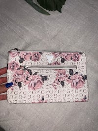 Guess floral clutch pouch new Toronto, M3N