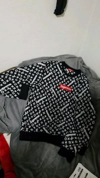 black and white long-sleeved shirt 3152 km