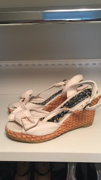 Pair of Women's white-and-brown sling back peep-toe wedges Bedford, 03110