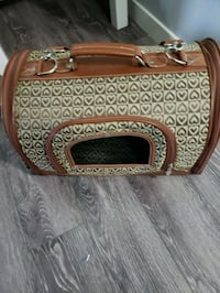 Small leather travel dog or cat carrier bag Edmonton, T6T 0W1