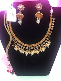 Brand new necklace set