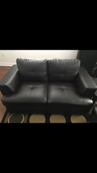 Black leather love seat Barrie, L4N