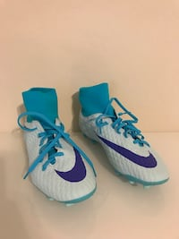 Brand New Size 9 Nike Soccer Cleat
