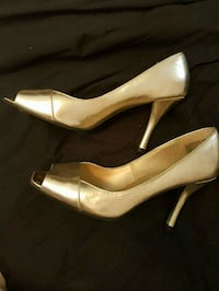 pair of gild leather open-toe pumps Newmarket