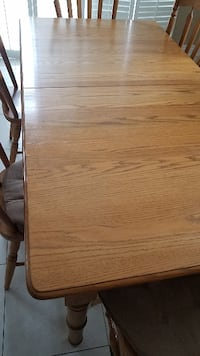 Harvest House Oak Table and chairs
