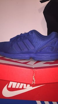 unpaired blue Nike show with box Houston, 77084