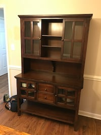 Pier 1 china hutch  Huntersville, 28078
