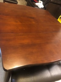 Wood dinning table & chairs  Bakersfield, 93301